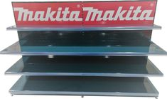 Prodejní regál vytvořený přímo na míru pro Makitu. Makita