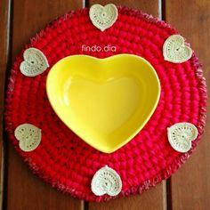 Dia de celebrar o amor!!! E encher a timeline de corações ❤❤❤❤❤❤❤ #findodia#diadosnamorados#amor#amorsemfim#love#instalovecoracao#heart#mesaposta#decor#decoracao#instadecor#decorating#crochet#crochetlovers#crochetaddict#happy#inlove#ootd#omg#lol#instacool#mood