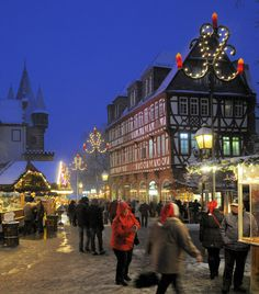 Christmas market in Frankfurt, Germany      |    25 Impressive photos of Christmas celebrations around the World. #17 Is Awesome!