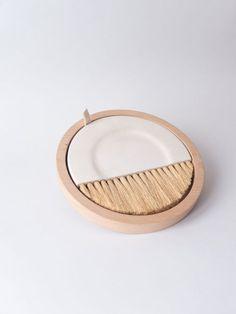 Plaster/beech wood/natural fibres20x220x220 mmhttp://www.losobjetosdecorativos.com/?page_id=176