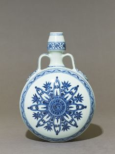 Blue-and-white moon flask or bianhu, Yongle period, 1403 - 1425, Ming Dynasty (1368 - 1644), Jingdezhen kilns, porcelain, with underglaze painting in cobalt-blue,29.5 x 20.5 x 12.5 cm max. (height x width x depth), width and depth at foot 29.5 x 6.5 x 5.5 cm (height x width x depth). Purchased with the assistance of the Art Fund, in honour of Sir Christopher White's Directorship of the Ashmolean, 1997. EA1997.190 © Ashmolean Museum, University of Oxford