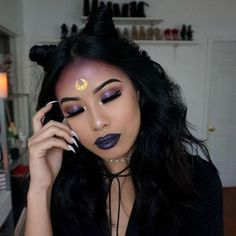 Are you looking for inspiration for your Halloween make-up? Browse around this site for cute Halloween makeup looks. Witchy Makeup, Halloween Makeup Witch, Halloween Eyes, Halloween Makeup Looks, Gypsy Makeup, Halloween Stuff, Halloween Halloween, Vintage Halloween, Halloween Costumes