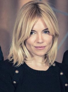 Best short haircuts for fine hair Beste kurze Haarschnitte für feines Haar Best short haircuts for fine hair # причесок Haircuts For Fine Hair, Best Short Haircuts, Curly Haircuts, Blonde Long Bob Hairstyles, Haircut Short, Ponytail Hairstyles, Sienna Miller Pelo, Sienna Miller Short Hair, Sienna Miller Fringe