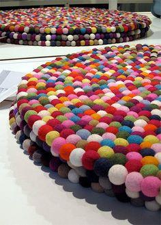 ♥ Un Poquito de Todo: Como hacer una alfombra de pompones