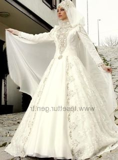 süper Osmanlı Tesettür Nişanlık 2015-2016 Bridal Hijab, Modest Wedding Gowns, Muslim Wedding Dresses, Hijab Bride, Muslim Brides, Wedding Hijab, Bride Gowns, Stunning Dresses, Beautiful Gowns