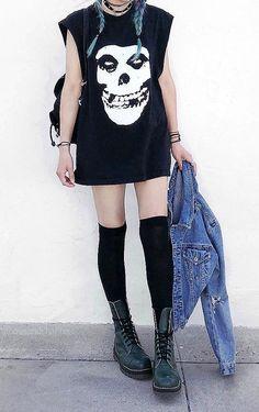 23 Cool Dark Grunge Outfit Ideas - Ninja Cosmico