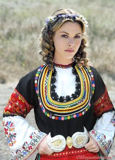Lovely lady in Bulgarian traditional costume. Traditional Fashion, Traditional Dresses, Costume Ethnique, Ethno Style, Costumes Around The World, Beauty Around The World, People Around The World, European Girls, Mode Boho