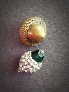 #4L Pr 2 Realistic Brass & Green Facet Glass & Paste in Pewter Acorn Buttons