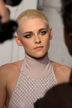 The Only Thing Cooler Than Kristen Stewart's Hair Is Her Dress With Pockets | The Huffington Post