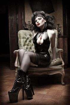 "SoloAdulti100%HardCore: SEXYSHOP - EROTICA ""Cougar woman shopping"""