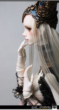 Doll Chateau Christina - I love this spooky, freaky girl.
