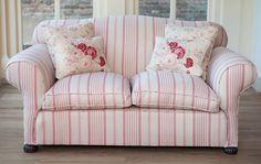 sittingroom-pinkstripesofa.jpg (2000×1264)