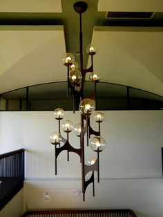 Here is another classic chandelier style of the mid-twentieth century, with minimal happenings; this simple yet elegant chandelier is just wonderful to create a mesmerising ambience of the space and also to create a soothing and serene environment.