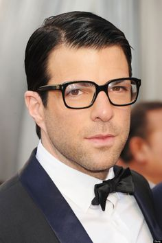 bfe36ce38d3742 Zachary Quinto, black square glasses Lunettes, Spock, Zachary Quinto, Mode  Oscar,