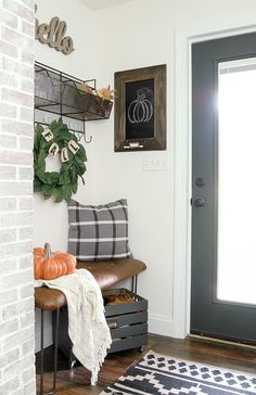 and Neutral Fall Home Tour Simple and neutral modern farmhouse fall home tour.Simple and neutral modern farmhouse fall home tour. Design Seeds, Foyer Decorating, Decorating Your Home, Decorating Ideas, Country Decor, Farmhouse Decor, Modern Farmhouse, Farmhouse Interior, Country Life