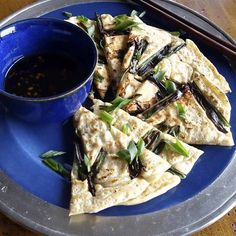 Korean Scallion Pancakes (Pa Jun) Grab your chopsticks for this classic Korean street food. Scallion Pancakes, Savory Pancakes, Pancakes And Waffles, Korean Street Food, Korean Food, Breakfast Time, Breakfast Recipes, Recipes, Kitchens