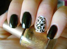 Gold leopard manicure