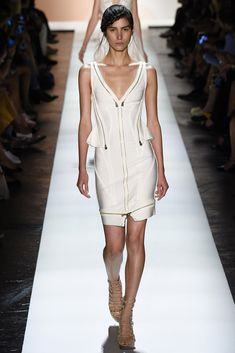 See all the Collection photos from Herve Leger By Max Azria Spring/Summer 2016 Ready-To-Wear now on British Vogue Colorful Fashion, Trendy Fashion, Fashion Models, Fashion Show, Runway Fashion, Women's Fashion, Casual Chic Style, Look Chic, Max Azria