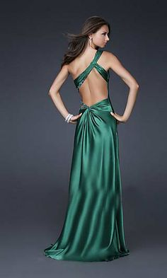 Beautiful back on this forest green bridesmaid dress.