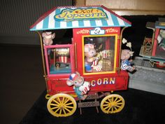 Grote verzameling vintage muziekdoosjes / speeldoosjes  Grote verzameling muziekdoosjes speeldozen.Mooie collectibles en vintage exemplaren.Meeste werkend  op nummer 1  2 en 47 na.1 Enesco Popcorn Carnival Deluxe Action Musical niet werkend2 ENESCO RAILWAY ROMANCE MUSIC BOX TRAIN - MICE ANIMATED kan alleen schommelen  geen adapter . 3 Goebel Music Box Snowbabies Winter Tales Star Legends Plays: When You Wish Upon a Star/4 Lieveheersbeestje sieradendoosje5 Pauline Ralph Engelse Cottage. Plays…