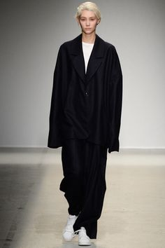 Jacquemus Fall 2014 Ready-to-Wear Collection Slideshow on Style.com
