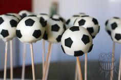 Soccer ball cake pops Cake pops de pelotas de fútbol Soccer Cake, Soccer Party, Football Pitch Cake, Boy Birthday Parties, Birthday Cake, Soccer Baby Showers, Soccer Banquet, Crazy Cakes, Cake Decorating