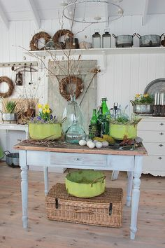 Vibeke Design: Orangeributikken Open Again Decor, Farmhouse Decor, Rustic House, Vintage Decor, Cottage Style, Cottage Decor, Beautiful Interiors, Spring Decor, Country Farmhouse Decor
