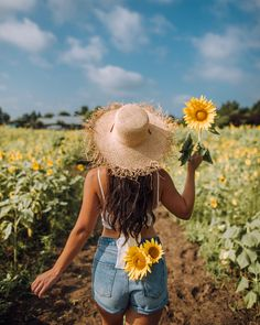 Sunflower Field Photography, Summer Photography, Girl Photography Poses, Creative Photography, Ideas For Instagram Photos, Insta Photo Ideas, Picture Poses, Photo Poses, Sunflower Field Pictures