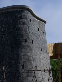 Each unit rises to a height of seven metres and features curving walls made from a double layer of grey brick. Chinese Architecture, Amazing Architecture, Bridge Structure, Wood Columns, Grey Brick, Construction Process, Rural Area, Brick Wall, Installation Art