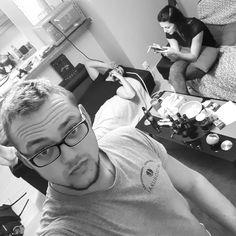 Le nouveau trio de choc . T\'appelles à pas d\'heure tu viens juste pour manger et fumer une clope et finalement tu discutes pendant des heures... C\'est ça les potes . (Arrête de faire ta jalouse mtn ) @piccouz anaïs escobar mathers.fontaine.95 #potes #friends #friendship #famille #family #tropdamour #soirée #bouffe #cigarette #discution #photo #instaphoto #insta #trio #triodechoc
