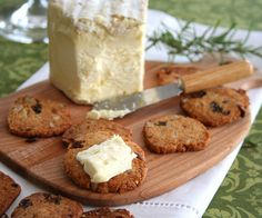 Raisin Rosemary Crackers - Low carb and gluten free! I want some with a big hunk of St. Agur cheese...right now. | All Day I Dream About Food