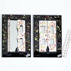Espejo de pared con puerta con marco esmaltado a fuego con dos puertas. Espejo de pared con puerta(s) con marco esmaltado a fuego.Se puede elegir entre cinco modelos distintos. Para distintos colores, modelos, o cantidades, contactar con el artesano.
