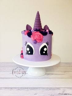My Little Pony cake By My Little Pony Party, Cumple My Little Pony, My Little Pony Cupcakes, Mlp Cake, Cupcake Cakes, Woody Cake, Sparkle Cake, Cake Decorating For Beginners, 4th Birthday Cakes