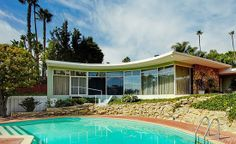 Mid Century Modern ranch house exterior with swimming pool- atomic / Eames era Mid Century Decor, Mid Century House, Mid Century Style, Vintage Architecture, Architecture Design, Beautiful Architecture, Mid Century Exterior, Beton Design, Modern Exterior