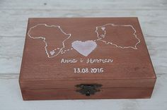 Pudełko na obrączki ślubne dla podróżników lub dla międzynarodowej pary :)  Do kupienia w sklepie Madame Allure!