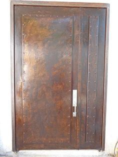 Metal effects patina on front door project by colleen for Catalogo de puertas de madera