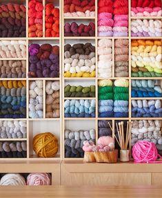 12 Smart Ways to Use Leftover Yarn - Knitting patterns, knitting designs, knitting for beginners. Knitting Room, Knitting Yarn, Knitting Storage, Yarn Projects, Knitting Projects, Knitting Designs, Knitting Patterns, Yarn Organization, Diy Yarn Storage Ideas