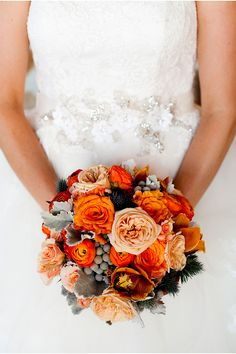 Lovely Fall inspired bouquet! / Photography by Julie Kay Kelly via StyleUnveiled.com