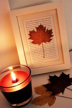 Was für eine schöne Idee zum Herbst. Die Lieblingsstelle aus dem Buch und draußen Blätter sammeln - fertig ist die Deko! >> Herbst-Deko