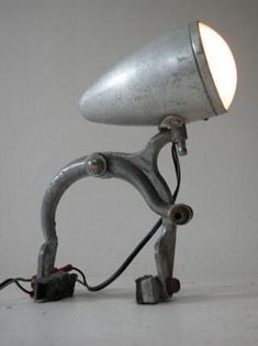 deco recup discover the olni dangele ridiguel – Mode Ideen Industrial Light Fixtures, Industrial Lighting, Industrial Furniture, Vintage Industrial, Industrial Desk, Luminaria Diy, Creation Deco, Bicycle Art, Lighting Design