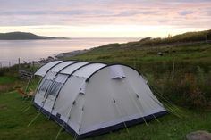 Campingferien Sommer 2019: Schottische Highlands, Äussere Hebriden, Orkney Inseln - ALL BUTTERCUPS & SMELLY FEET Edinburgh, Highlands, Camping, Holiday Destinations, Outdoor Gear, Tent, Orkney Islands, Winter Solstice, Scotland