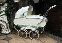 kinderwagen-i used to sleep in one of these when i was just born! Vintage Stroller, Vintage Pram, Pram Stroller, Baby Strollers, Prams And Pushchairs, Dolls Prams, Baby Buggy, Good Old Times, Baby Prams