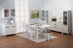 EMILIA® -huonekalusarjan nuorekas ilme syntyy vetiminä toimivista aukoista, erikokoisista laatikoista sekä pienessäkin tilassa toimivasta mitoituksesta. Sarja sopii monenlaiseen tilaan ja tarpeeseen selkeän muotoilunsa sekä laadukkaiden materiaaliensa ansiosta.