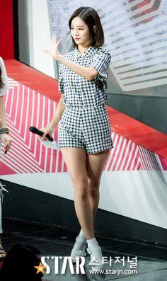 girls day hyeri mc the show kpop fashion