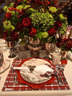 Juliska holiday placesetting with flowers at the New York Gift Show--Would be beautiful for a Christmas or even Scottish themed wedding Christmas Table Settings, Christmas Tablescapes, Holiday Tables, Christmas Decorations, Christmas Tabletop, Christmas Placemats, Christmas Candles, Holiday Decorating, Tartan Christmas