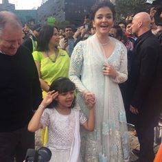 Aishwarya Rai And Her Mini-Me Aaradhya Bachchan Look Lovely In Desi Ensembles Bollywood Fashion, Bollywood Actress, Aaradhya Bachchan, Mother Daughter Fashion, Aishwarya Rai Bachchan, Amitabh Bachchan, Punjabi Dress, Teen Actresses, Buy Sarees Online