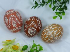 naturfarbene Ostereier, Sorbische Ostereier, craft, design, Art, decorated eggs Line Design, Design Art, Eastern Eggs, Easter Egg Crafts, Easter Season, Egg Decorating, Design Crafts, Diy And Crafts, Weaving