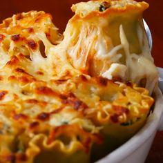 Spinach-Artichoke Lasagna Roll-Ups (substitute pasta with zucchini? Pizza Lasagna, Lasagna Rolls, No Noodle Lasagna, Low Carb Vegetarian Recipes, Cooking Recipes, Lasagna Recipes, Vegetarian Dinners, Entree Recipes, Party Recipes