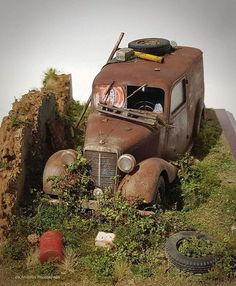 by Andreas Rousounelis models diorama Scale models i like to see Models Men, Model Cars Building, Mini Car, Military Diorama, Abandoned Cars, Diecast Models, Small World, Model Trains, Plastic Models
