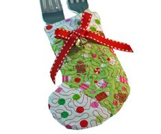 Love this little quilted stocking idea with the flatware inside. Great idea for my quilt guild holiday party.